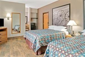 Pet Friendly - Queen Room with Two Queen Beds - Non-Smoking
