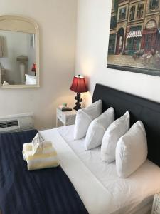 Standard Queen Room - A