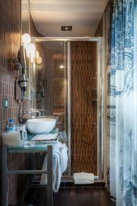 Standard Double Room with Massaging-Jet Shower
