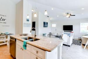 7001 B Holmes Blvd, Дома для отпуска  Holmes Beach - big - 10