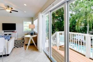 7001 B Holmes Blvd, Дома для отпуска  Holmes Beach - big - 11