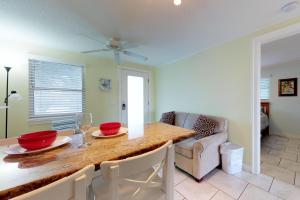 Playa Casanas, Holiday homes  Holmes Beach - big - 6