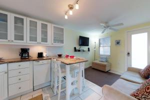 Playa Casanas, Holiday homes  Holmes Beach - big - 7