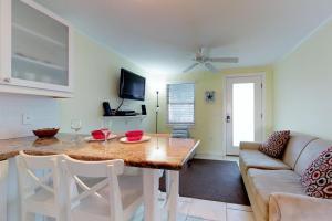 Playa Casanas, Holiday homes  Holmes Beach - big - 1