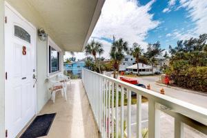 Palm Cay #8 - Ilexhurst