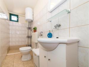 One-Bedroom Holiday Home in Kastel Novi, Nyaralók  Kaštel Novi - big - 8