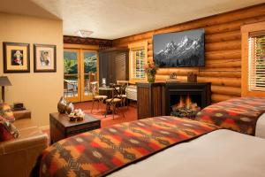Superior Double Room with Fireplace - Creekside