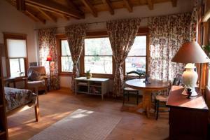 The Lovers' Cabin, Dovolenkové domy  Oakhurst - big - 5