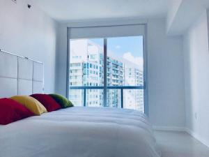 Amazing 2/2 In Iconic Hotel Residences With Spectacular Views, Apartmány  Miami - big - 16