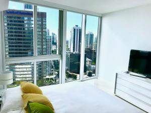 Amazing 2/2 In Iconic Hotel Residences With Spectacular Views, Apartmány  Miami - big - 17