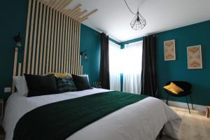 Appartement de 120m2 avec cheminée et jardin dans villa d'hotes
