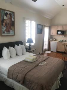 Standard Queen Room - B
