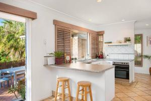 3 BEDROOM Pet Friendly Beach House! (& SMART TV!), Apartments  Gold Coast - big - 1