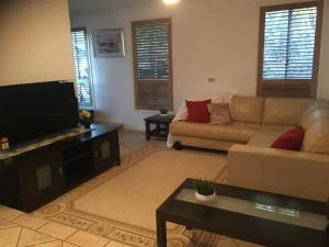 3 BEDROOM Pet Friendly Beach House! (& SMART TV!), Apartmány  Gold Coast - big - 17