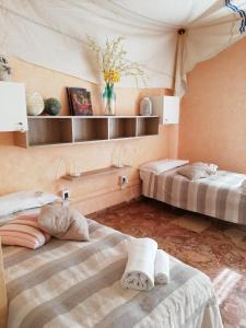 ドミトリールーム 男女共用 ベッド計3台のベッド1台