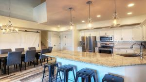 Discovery Bay Resort by kelownacondorentals, Apartments  Kelowna - big - 52
