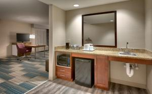 King Room - Disability Access/Hearing Accessible with Tub - Non-Smoking