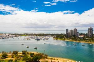 Marina, Apartments  Gold Coast - big - 17