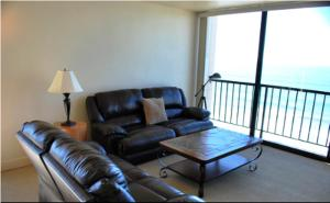 Deluxe Two-Bedroom Apartment with Ocean View