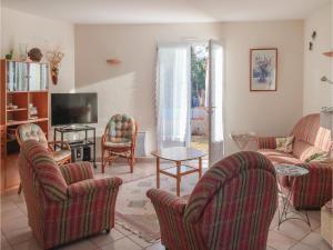 Four-Bedroom Holiday Home in La Tranche sur Mer, Ferienhäuser  La Tranche-sur-Mer - big - 4