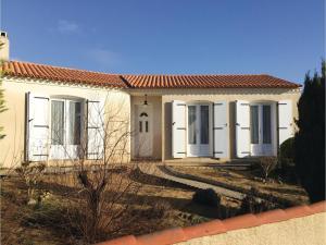 Four-Bedroom Holiday Home in La Tranche sur Mer, Ferienhäuser  La Tranche-sur-Mer - big - 1