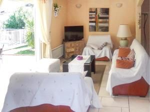 Four-Bedroom Holiday home Sainte Maxime with a Fireplace 08, Holiday homes  Sainte-Maxime - big - 3