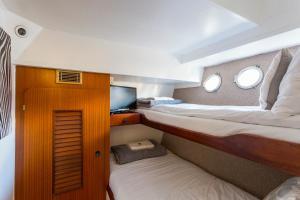 Hampton Court Motor Yacht.  Foto 7