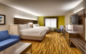 Queen Rooms with Two Queen Beds Hear Mobility Access Tub -Non-Smoking