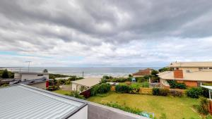 Luxury Townhouse Set Between Beach & Shops - Barwon Heads