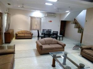 28, Paras Bunglows, Guest houses  Ahmedabad - big - 2