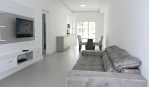 Lindo Apartamento de 3 Suites próximo ao Mar, Apartmanok  Bombinhas - big - 12