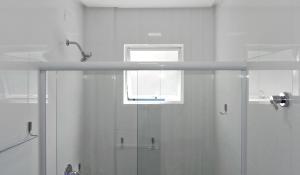 Lindo Apartamento de 3 Suites próximo ao Mar, Apartmanok  Bombinhas - big - 9