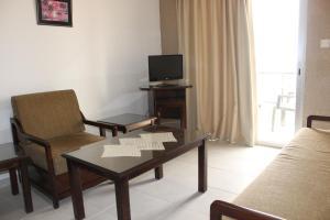 Petsas Apartments, Aparthotels  Coral Bay - big - 15