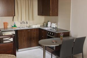 Petsas Apartments, Aparthotels  Coral Bay - big - 20