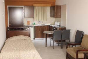 Petsas Apartments, Aparthotels  Coral Bay - big - 21