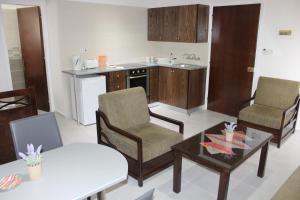 Petsas Apartments, Aparthotels  Coral Bay - big - 22