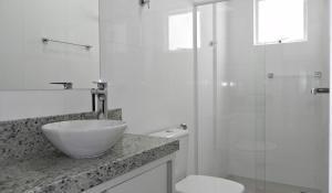 Apartamento Cerca del Mar 2 Suites, Apartmanok  Bombinhas - big - 5