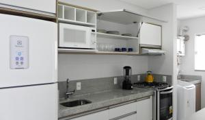 Residencial Aguas Azuis 2 Suites, Апартаменты  Бомбиньяс - big - 2