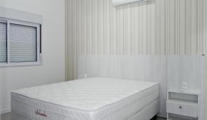 Residencial Aguas Azuis 2 Suites, Апартаменты  Бомбиньяс - big - 8
