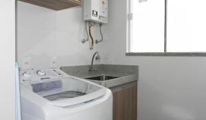 Residencial Aguas Azuis 2 Suites, Апартаменты  Бомбиньяс - big - 12