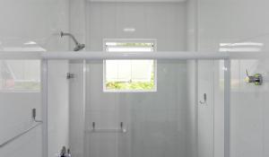 Residencial Aguas Azuis 2 Suites, Апартаменты  Бомбиньяс - big - 13