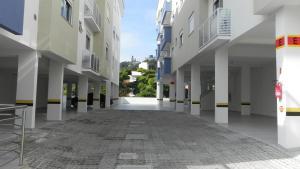 Residencial Aguas Azuis 2 Suites, Апартаменты  Бомбиньяс - big - 16