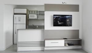Residencial Aguas Azuis 2 Suites, Апартаменты  Бомбиньяс - big - 18