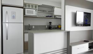 Residencial Aguas Azuis 2 Suites, Апартаменты  Бомбиньяс - big - 19