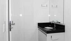 Residencial Aguas Azuis 2 Suites, Апартаменты  Бомбиньяс - big - 20