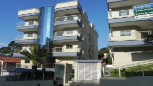 Residencial Aguas Azuis 2 Suites, Апартаменты  Бомбиньяс - big - 21