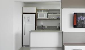 Residencial Aguas Azuis 2 Suites, Апартаменты  Бомбиньяс - big - 26