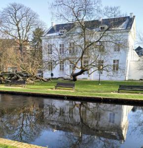 Hotel Kronacker, Левен