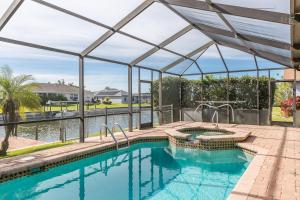 234 SW 12th St Home, Holiday homes  Cape Coral - big - 2