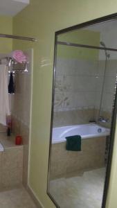 Conduit Apartment, Apartments  Mengo - big - 6